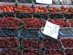berries (keepps) Tags: summer food frutas vegetables switzerland suisse market mercado fribourg streetmarket gruyre