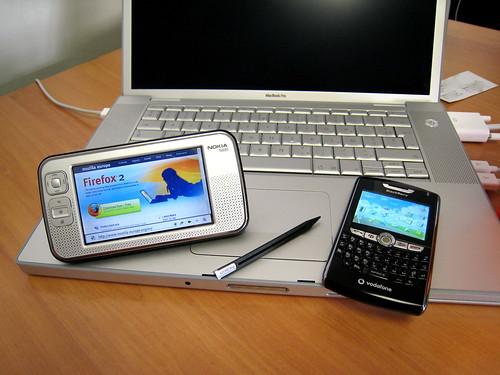 Nokia N800 et Blackbery 8800