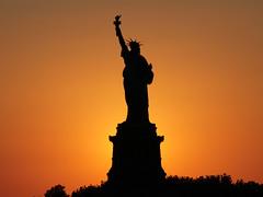 Liberty (Ubierno) Tags: new york sunset statue río river liberty island atardecer manhattan worldheritagesite nueva patrimoniodelahumanidad ubierno magicdonkeysbest