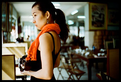 Rollei corner (Lefty Jor) Tags: leica light tlr girl rolleiflex restaurant day photographer dof bokeh macau m6 misu leitz  summitar5cmf2