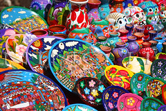 Souvenirs from Chichén Itzá - Yucatán - Mexico (Nino H) Tags: color mexico souvenirs yucatán mexique dishes chichénitzá cadeaux assiètes