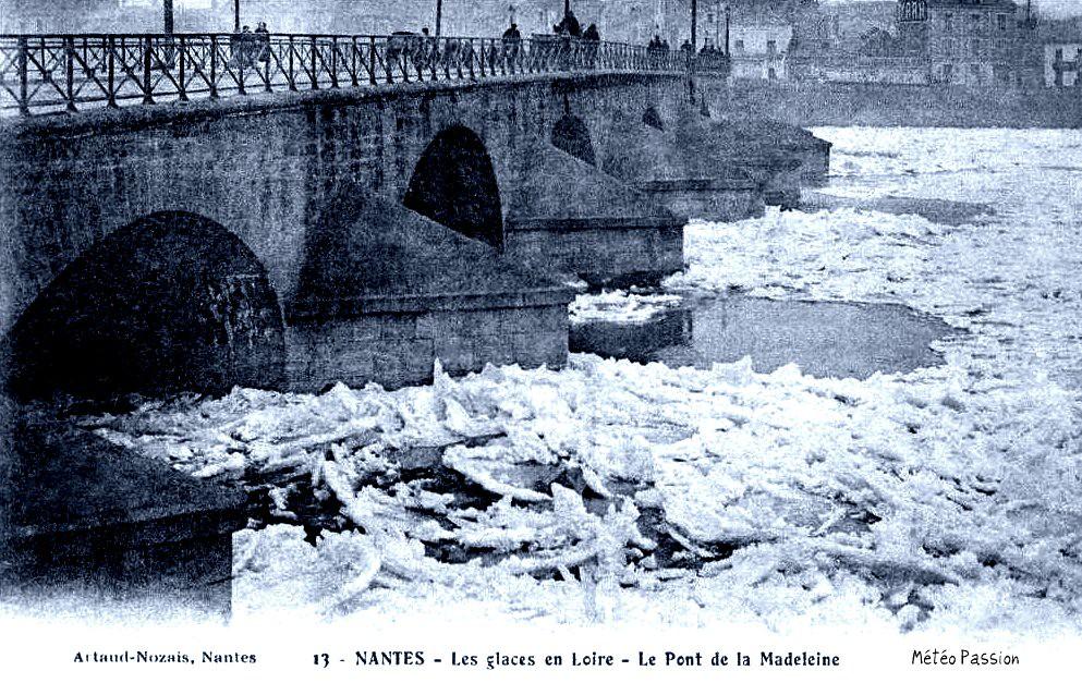 glaces en Loire sous le pont de Belle croix à Nantes en janvier 1914