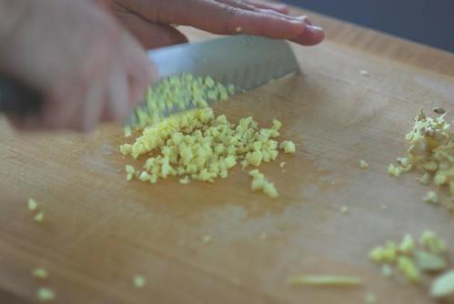 mincing ginger - cookthink