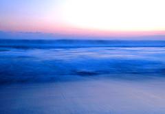 [フリー画像] 自然・風景, 海, 朝日・朝焼け・日の出, ビーチ・砂浜, ブルー, 日本, 201005080300