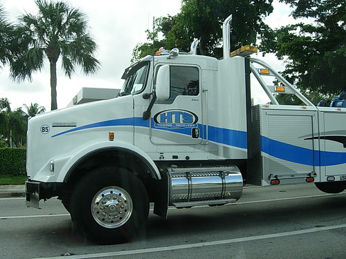 Kenworth Tow Truck on Sunrise Blvd in Plantation, FL