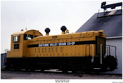 SVGC SW1200 2124 (Robert W. Thomson) Tags: railroad train diesel railway trains northdakota locomotive trainengine switcher switchengine emd sw1200 mcville yardengine sw12 fouraxle yardgoat svgc sheyennevalleygraincoop