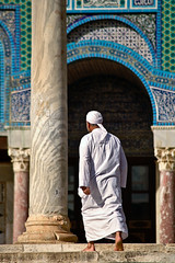 Dome of the Rock (Sam Rohn - 360 Photography) Tags: travel architecture temple israel interesting ancient shrine peace nikond70 palestine muslim islam jerusalem paz domeoftherock mosque pax judaism nikkor oldcity paix islamicarchitecture templemount alquds palestinian locationscouting locationscout 70300mmf456d haramalsharif muslimarchitecture samrohn nylocationscom