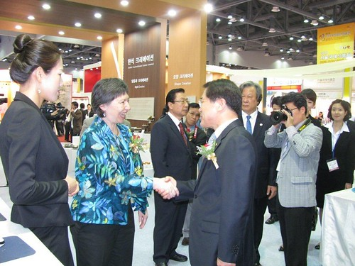 FAS Associate Administrator Janet Nuzum shakes hands with Korea's Minister for Food, Agriculture, Forestry and Fisheries Chang Tae-Pyong.