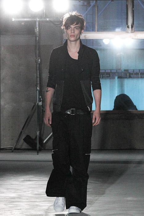 SS11_Tokyo_Sise007_Chris Tanner(Fashionsnap)