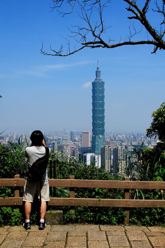 Taipei 101 and traveler~~
