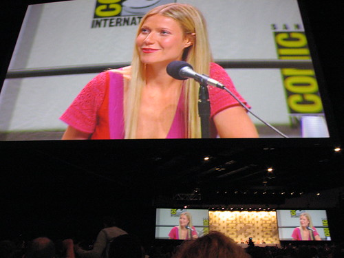953757727 76a137a087 Gwyneth PaltrowHow many episodes does Gwyneth Paltrow appear in Glee? Which was her first appearance?