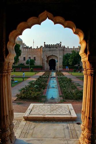 Roshnai Gate, Lahore