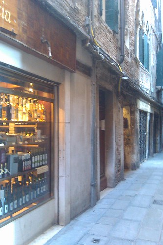 One of the gazillion alleyways that connect Venice.