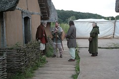 Harm Paulsen bei den Wikinger Häuser in Haithabu - Museumsfreifläche Wikinger Museum Haithabu WHH 18-09-2010