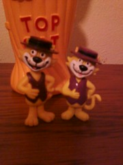 Top cat Spain, and Top cat Artoy england (jacknava2001) Tags: england cat comics spain hanna top gato tc figure don dongato figures pvc barbera figura hannabarbera topcat hanabarbera artoy comicsspain