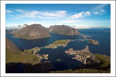 Bird's view of Reine. (Robert Voors) Tags: norway norge bravo lofoten reine birdsview noorwegen reinebringen holidaysvancanzeurlaub