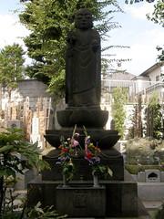 #7874 Jiz (), front view (Nemo's great uncle) Tags: bus tokyo tour buddhist buddhism   yanesen yanaka ksitigarbha  hatobus  kaidan yakatabune tky  jiz     mahayanabuddhism  taitku  dzng zenshan