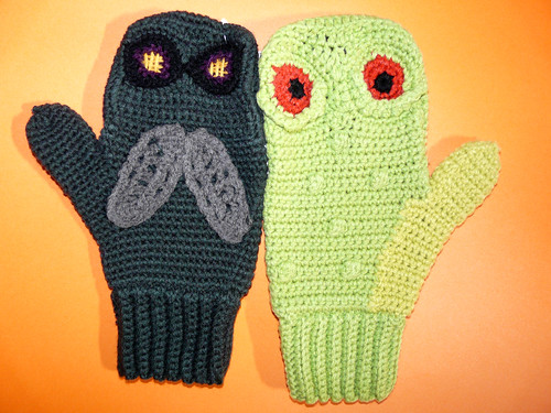 Vs Mittens fly and frog