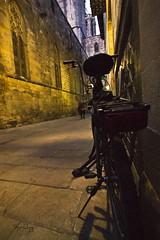 Bicicleta al gótic (Esparkling) Tags: barcelona noche calle bicicleta nocturna angular callejuela ltytrx5 esparkling