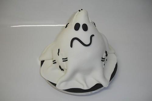 Little Ghost Halloween Cake
