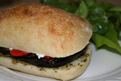 Sandwich with goat cheese