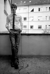 balkonien (romanraetzke) Tags: portrait bw man male self polaroid blackwhite balkon 4x5 mann schwarzweis selbstportrait largeformat 4x5inch plaubel selbstauslöser grosformat