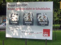 Plakat: Stoppt CDU/FDP! Kinder gehören nicht in Schubladen.