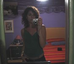 Una casa piena di specchi richiama autoscatti (Frine) Tags: selfportrait estate agosto sicily sicilia vacanze 2007 cefal