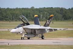 VFA-103 Jolly Rogers (Christopher Madeira) Tags: station d military air hornet naval nas dwight oceana fa18f air beach show uss rogers virginia eisenhower jolly