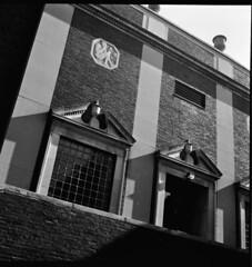 Old Longfellow School, Cambridge (Donnatella G) Tags: cambridge blackandwhite tlr film rollei mediumformat rolleicordiv fujineopanacros100 scannednegatives
