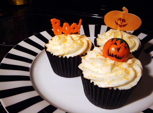 Pumpkin Spice Cupcakes with Bourbon Cream Cheese Frosting - The Inky Kitchen