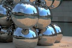 El gran rbol y el ojo (Tall Tree & the Eye) Guggenheim (Sara (Cuka)) Tags: arte bilbao escultura cielo nubes guggenheim museo espera circulo reflejos acero esperas