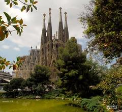Sagrada Familia (xeniussonar) Tags: barcelona lagos ciudades gaudi templos monumentos infinestyle parquesjardines