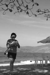 Mi Love in Paraty (Daniel Pascoal) Tags: camera brazil bw praia beach public brasil paraty canon rj parati pb joice danielpg a540 danielpascoal