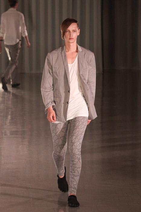 Rutger Derksen3071_SS11_Tokyo_MOLFIC(Fashionsnap)