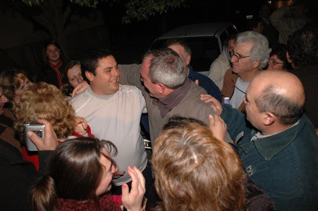 Sergio Cóser saluda a Daniel Cabrera