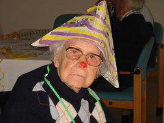 Oma Wilfinger (Erikdeperik) Tags: party clown wtf granny fontanel