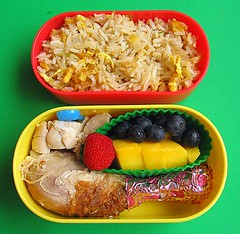 Chicken & fried rice lunch for preschooler (Biggie*) Tags: food chicken kids children lunch kid toddler child box mango drumstick arbutus bento friedrice blueberries packedlunch chickenrice bentobox daiso strawberrytree schoollunch biggie tonkiang chickenfriedrice brownbag preschooler lunchinabox strawberrytreefruit chickenleg arbutusberry arbutusberries sacklunch chickendrumstick bentoblog brownbaglunch ssbiggie lunchinaboxnet decorativefoil tonkiangfriedrice twittermoms