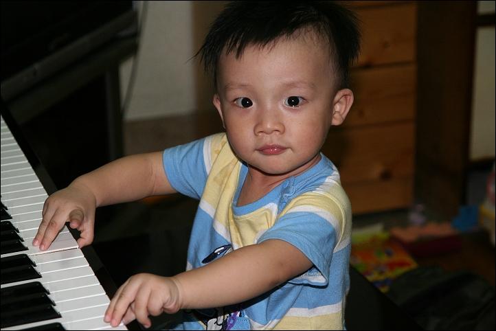 彥彈鋼琴03