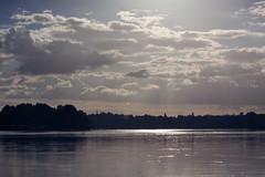 Fleuve Royal (Jos5941) Tags: light sun france water canon river landscape geotagged scenery ray eu lumiere beams europeanunion courant fleuve angers paysdelaloire josefernandez josfernandez bouchemainelapointe fleuveroyal