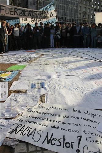 Miles de Personas Asistieron al Velatorio en La Casa Rosada (5)