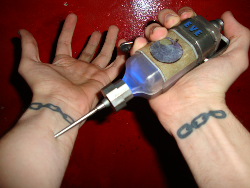 543d337ae Bioskock Injecting EVE 5 (Sir Dragon King) Tags: eve tattoo hypo bioshock