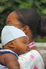 Seychelles - Al sicuro tra le braccia della mamma / Mummy's hug (DiFo&Natura) Tags: love child mother mamma bimbo seychelles amore thatsbostin