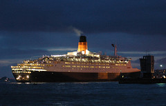 QE2 Dawn Arrival (Sea Pigeon) Tags: 40th dawn scotland clyde greenock top explore cunard qe2 queenelizabeth liner clydebank johnbrown inverclyde specobject