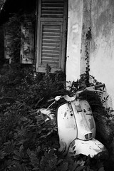N.104 (Encore! [ Stefano Coviello ]) Tags: light bw abandoned gelo dramatic bn lambretta madness canon350d angelo bianconero manicomio abbandonato cogoleto pratozanino