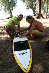 Lou Wainman giving me the scoop on footstrap positioning for a surfboard