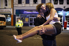kissing high - Cardiff photo (Maciej Dakowicz) Tags: uk party people woman love girl wales night kiss cardiff welsh stmarystreet fds24h