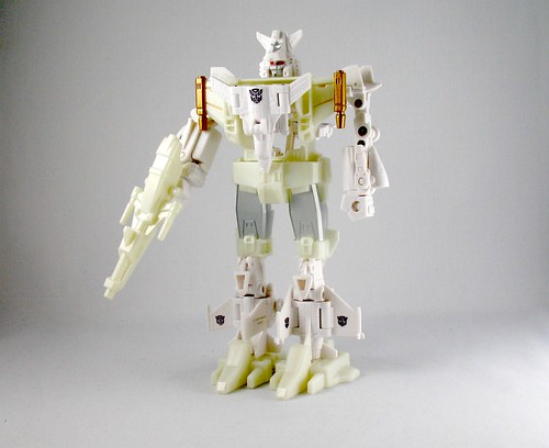 "Takara Micromasters ""Berserker"" Six-Wing (White Chase version)"