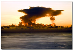 Depuis la case 07 (JoWizi) Tags: ocean sea sky mer nature reunion sport clouds canon landscape fun island ile ciel nuages paysage coucherdesoleil cloudscapes parapente iledelareunion stleu parapentisme 400d canon400d