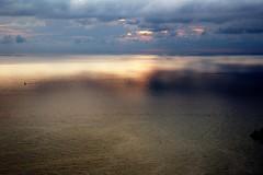Sera nelle Cinque Terre (trilanes) Tags: sunset d50 ed nikon italia mare liguria tuscany di terre cinqueterre 1855mm 1855 nikkor 18 capture toscana 55 borgo cinque afs riomaggiore sera dx campi nx atarceder